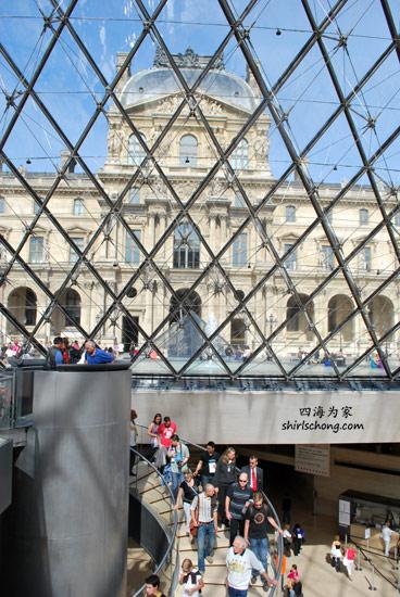 希望你将会是阶梯上的游客!(卢浮宫, 巴黎)