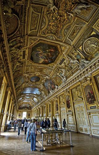 卢浮宫内某个展览厅