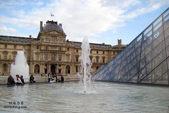 卢浮宫、金字塔和喷水池 (Louvre, Paris)