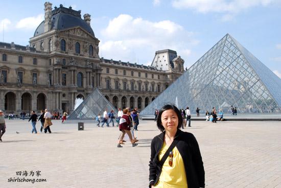 巴黎卢浮宫和玻璃金字塔 (Louvre Museum, Paris)