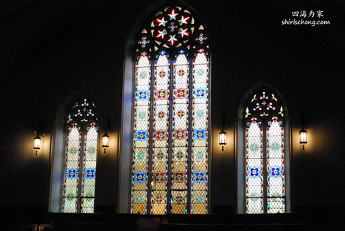 一座教堂内的彩窗 (蒙特利尔,加拿大) (Stain Glass in a Church in Montreal, Canada)