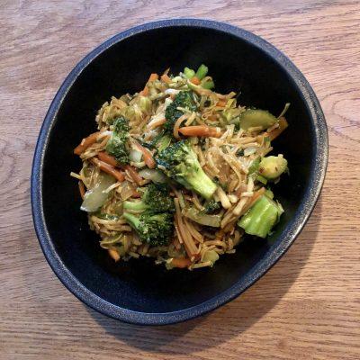 Corona lockdown dag 8: Frisse snelle vegan roerbakgroenten met glutenvrije noodles