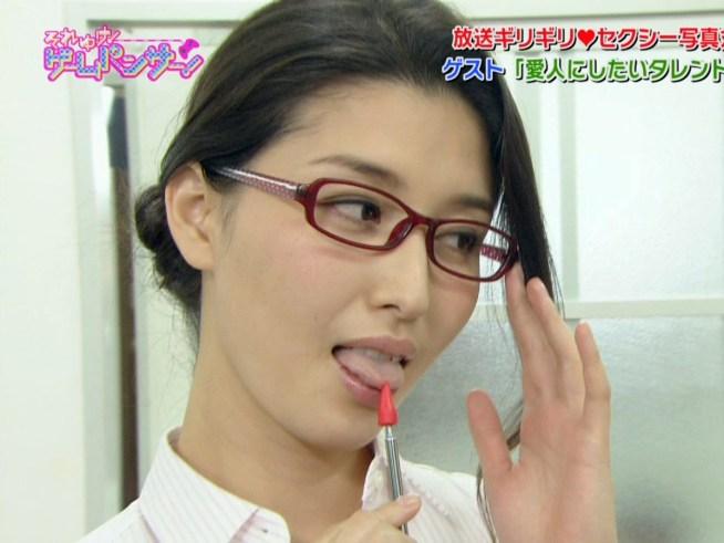 橋本マナミの舌出し (4)