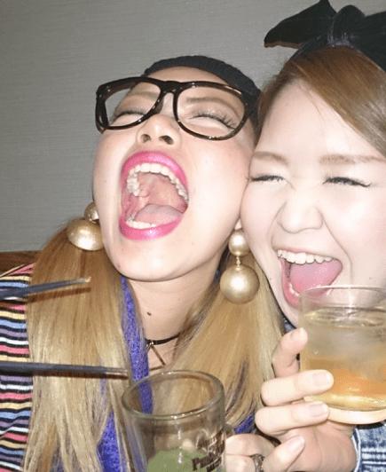 大口ギャルの舌出し (1)