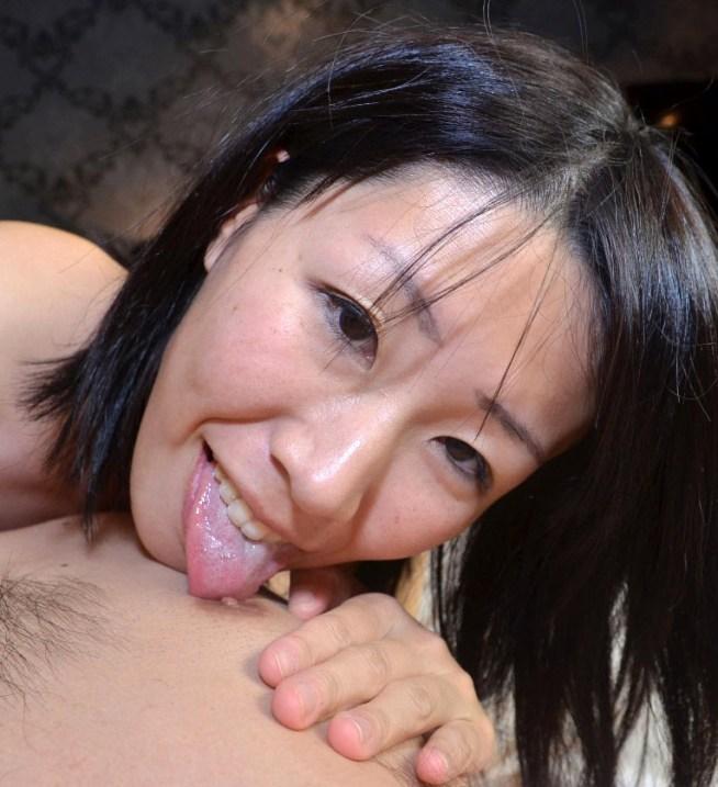 垂れ乳ママの超絶汚舌2 (1)