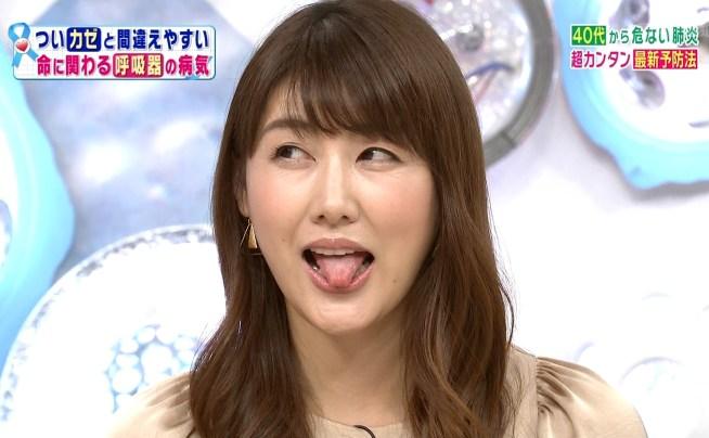 安めぐみの舌出し (4)