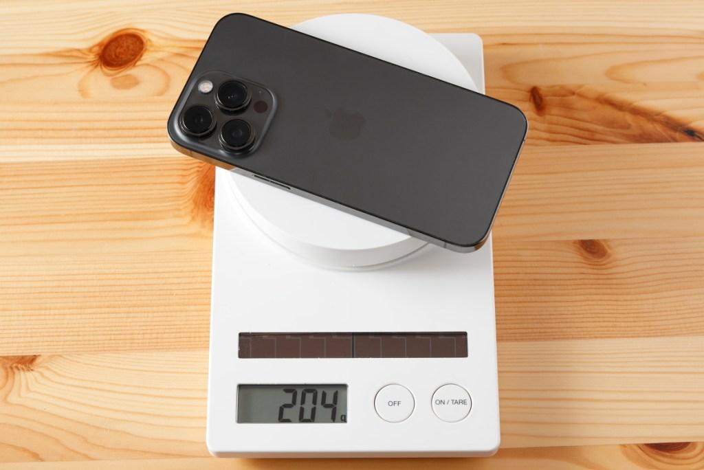 iPhone 13 Pro の質量 約204g