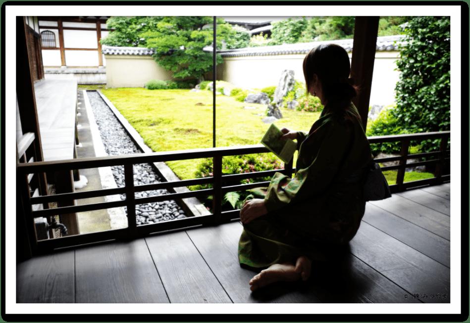 大徳寺 龍源院・縁側でくつろぐ浴衣美女