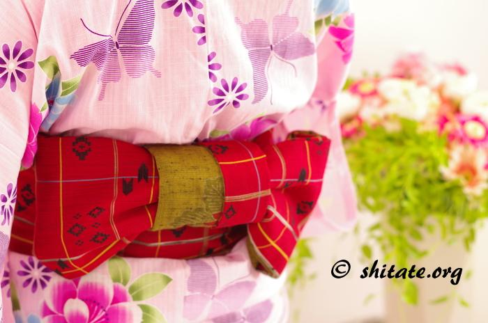 ぴんく浴衣と赤い帯のコーディネート写真