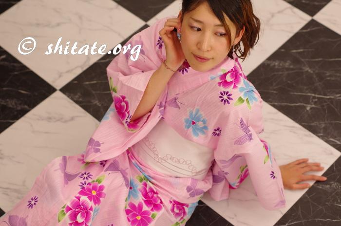 ピンクの浴衣とセット販売っぽい帯でゴロン