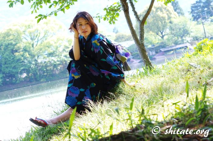 大沢の池でポートレート・黒い浴衣のイメージ