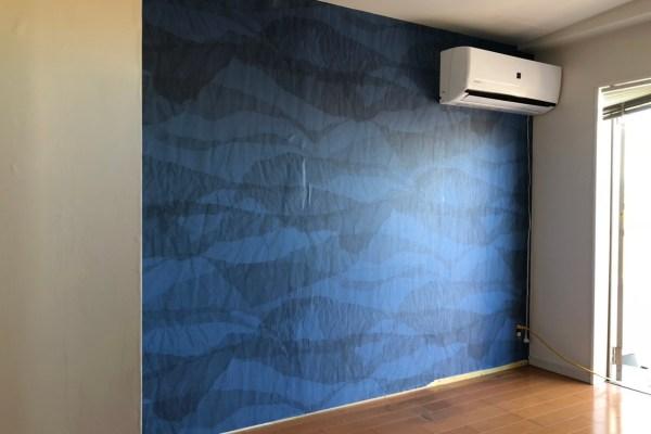 Whoの壁紙は、壁に絵を描いたような柄。改修工事で子供部屋を美しく!