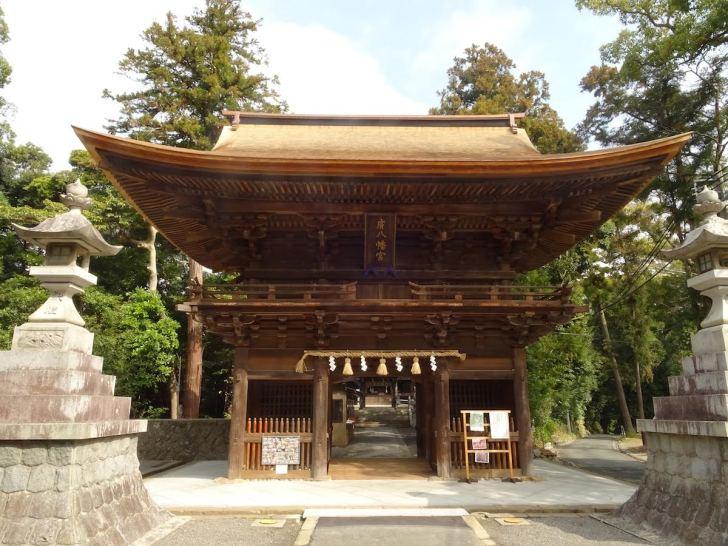 寛永12年(1635年)に建立された府八幡宮の楼門は静岡県の文化財