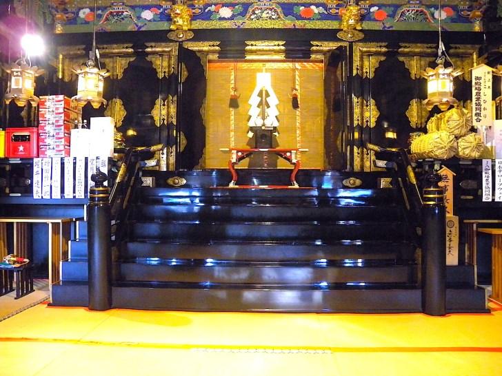 久能山東照宮の拝殿内部(特別な許可を得て撮影しています)