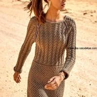 Платье с сочетанием рельефных узоров спицами