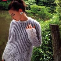 Нежный пуловер из мохера спицами