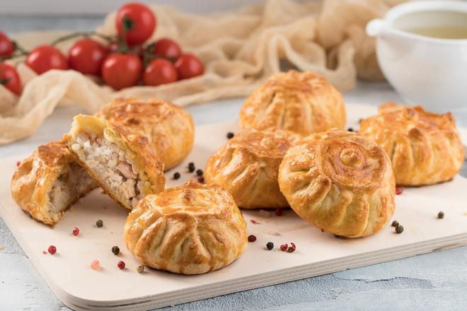 Пирожки из сдобного пресного теста