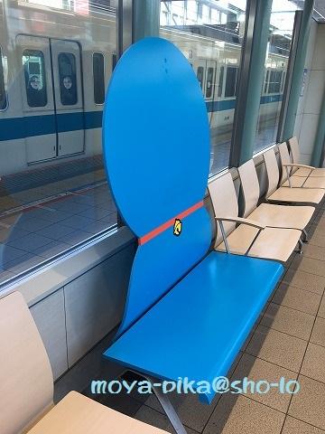小田急線登戸駅ホームのドラえもん