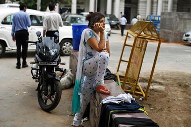 0321-india-women-smartphone_full_380