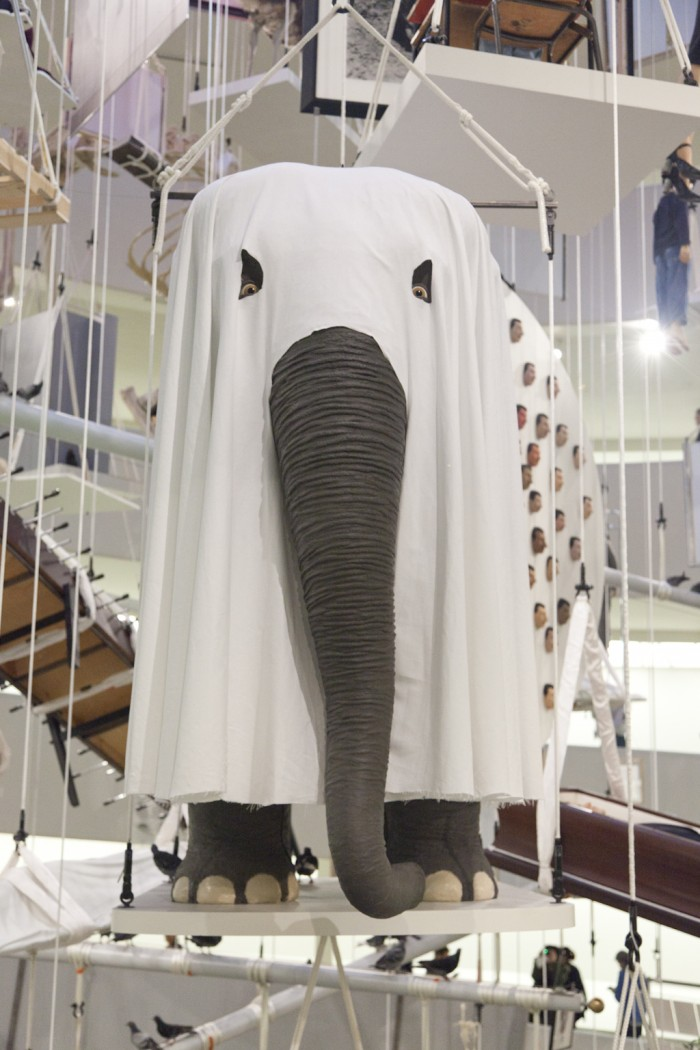 elephant-cattelan-un-peu-d-amour-MaurizioCattelan12-700x1050