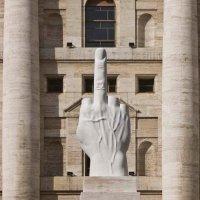 Maurizio Cattelan : Ses plus grandes œuvres - Provocation ? Vous avez dit provocation ?
