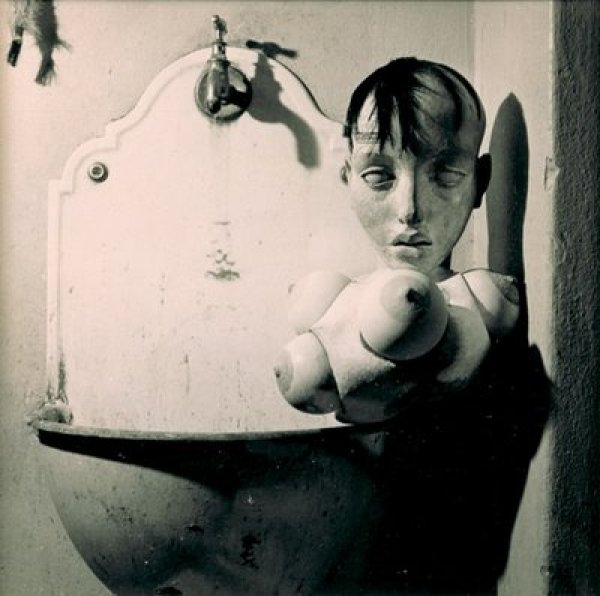 017_hans-bellmer_theredlist
