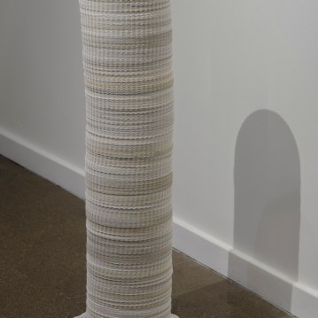 Lynn Aldrich Sugar Fix Paper plates, paper doilies, sugar 40x14x14 2017 https://lynnaldrich.com/