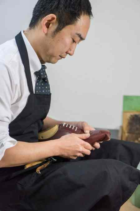 Eiji Murata in the workshop.