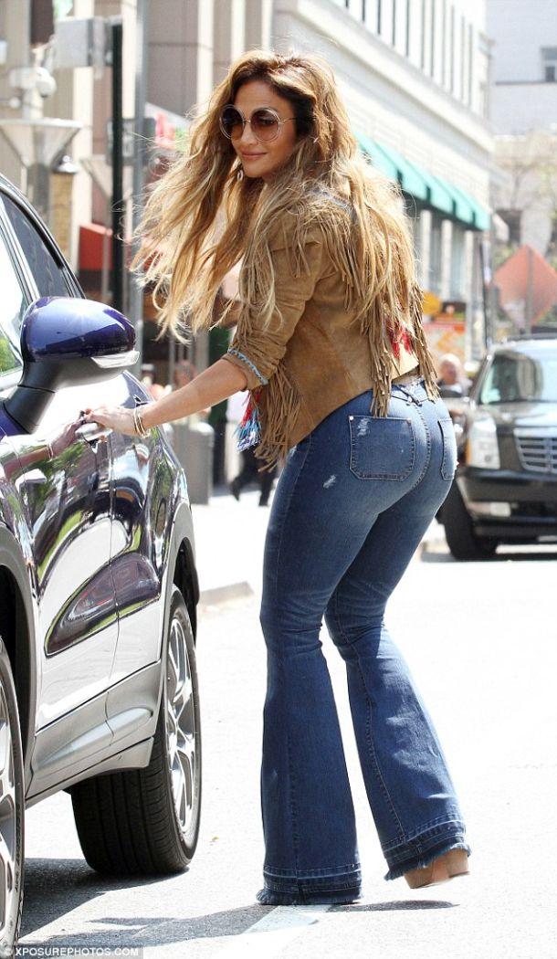 Booty Licious Jennifer Lopez Models Flared Jeans Like No