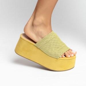 sandalia-feminina-anabela-plataforma-flatform-verão-2021-amarela-cabedal-em-tela-amarelo-shoes-to-love-loja-online-calçados-femininos-tendencias