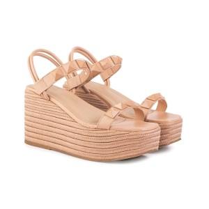 sandalia-feminina-nude-com-tachas-nude-elastico-na-oparte-traseira-solado-em-cordas-verao-2022-loja-on-line