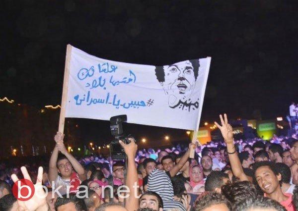 محمد  يشعل الساحل الشمالي.. ويخلع حذائه على المسرح