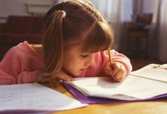 أسباب استخدام اليد اليسرى عند بعض الأطفال