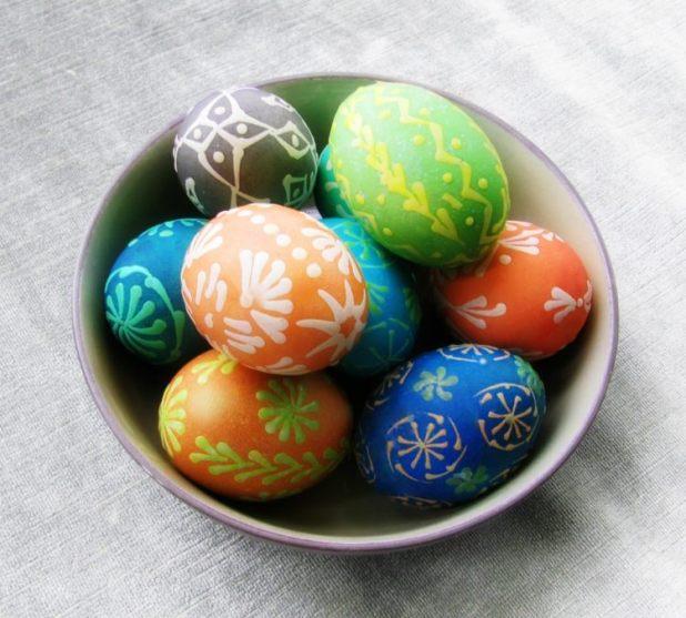 افكار جديدة لتلوين بيض شم النسيم ابداع البيض بالشمع الملون