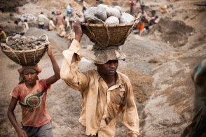 Workers carrying heavy load of stones from the pits to the carts.