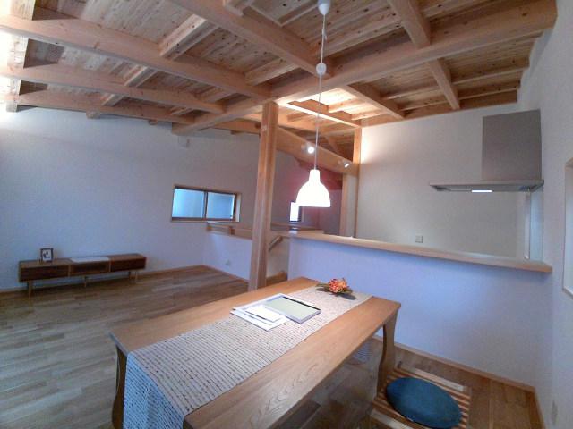 木と珪藻土の家|藤沢市弥勒寺4丁目の賃貸戸建