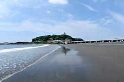 江ノ島のトンボロ:干潮で海底が現れ陸続き!江ノ島が江ノ山に!?