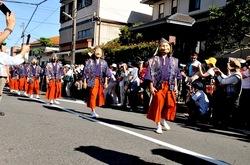 御霊神社の奇祭「面掛行列」おかめやひょっとこ十人衆が練り歩く