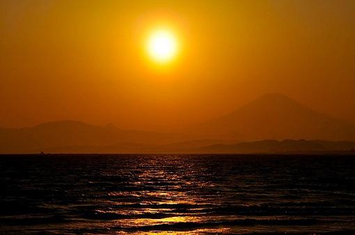 江ノ島片瀬西浜からダイヤモンド富士|2015年は4月3〜4日