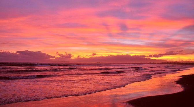 江ノ島片瀬西浜から真っ赤な夕焼けマジックアワー