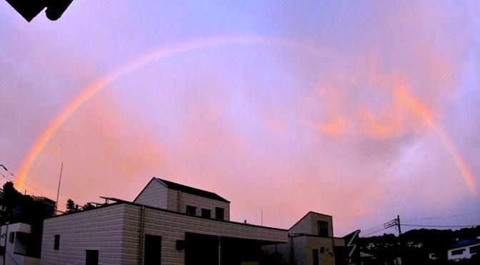 台風通過後のばっちりくっきり虹のアーチ