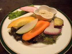 藤沢駅南口のイタリアン料理タントタントの湘南野菜のグリル盛り合わせバーニャカウダソースで