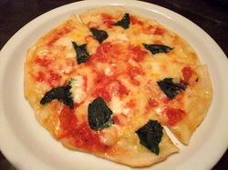 藤沢駅南口のイタリアン料理タントタントのマルゲリータ
