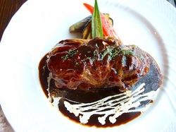 藤沢市鵠沼海岸のレストラン&カフェカブトスカフェのデミグラスソースのロールキャベツ