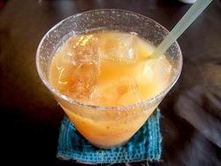 鎌倉小町通りのカフェエチカのトロピカルフルーツミックスジュース