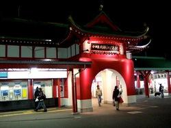 小田急片瀬江ノ島の駅舎「竜宮城」がライトアップ