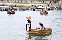 新潟県佐渡島の小木港の力屋観光たらい船