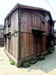 新潟県佐渡島の宿根木の吉永小百合の三角屋