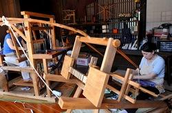新潟県佐渡島相川の京町の裂織りのねまり機