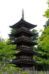 新潟県佐渡島の妙宣寺の五重塔